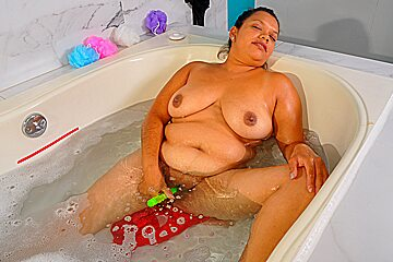 Latina bbw karina sure knows how to enjoy...