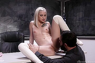 Kiara cole is moaning while guy classroom...
