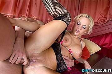 Horny babe video loulou petite...