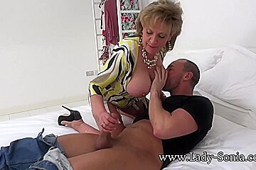 Spanish fly lady tea gets her horny as...