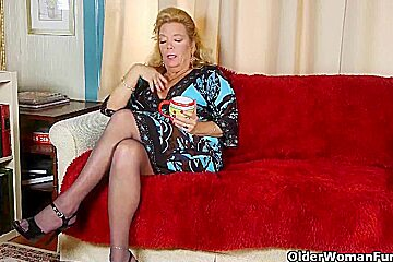 Office pantyhose gives her old pussy a treat...