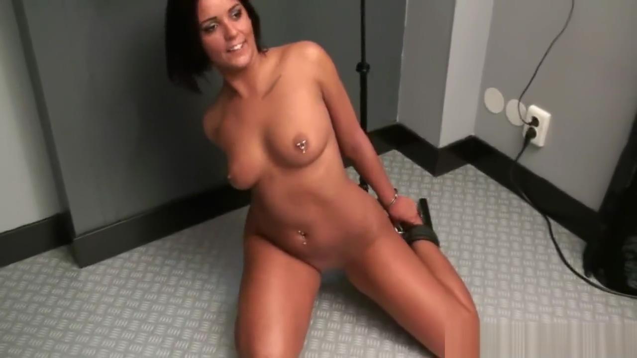 one bar prison - Scarlett escaping