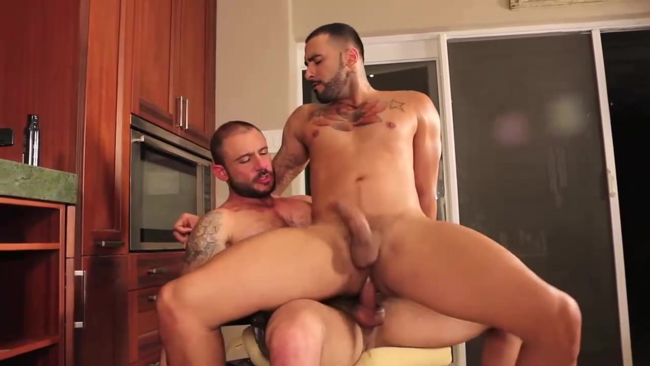 Rikk York Gives Up His Hole To Pedro Andreas LVP215 03 Hung As Fuck scene 3