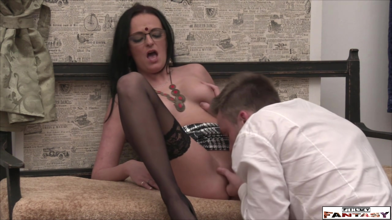Real Amateur Milf Makes Love With Driver